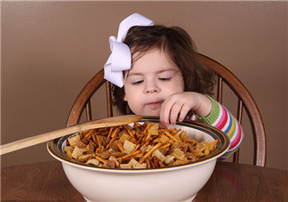 给小孩子买什么零食好 适合孩子吃的零食有哪些