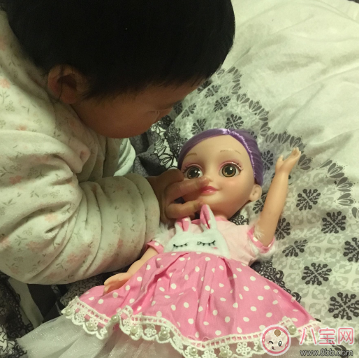 喜之宝智能娃娃怎么样 喜之宝会说话走路的智能娃娃好用吗
