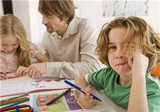 如何鼓励孩子完成作业 家长怎么辅导孩子做作业