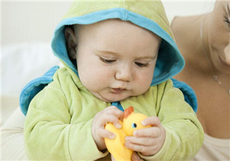 陪宝宝洗澡的小黄鸭为什么有细菌 怎么让孩子不用玩具爱上洗澡