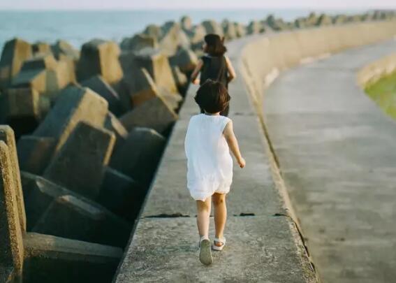 怎么让孩子面对家庭条件差距 家庭条件差距怎么跟孩子说