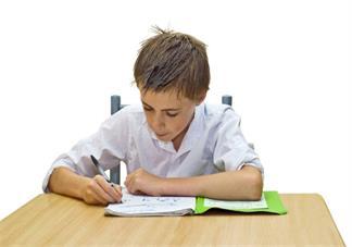 陪孩子写作业很容易生气怎么办 家长陪孩子写作业的正确方式