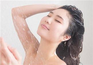为什么坐月子不洗头会脱发 坐月子艾草可以洗头吗