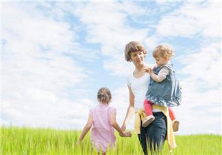 为什么生二胎大宝会争宠 如何处理二胎家庭中两个孩子的关系
