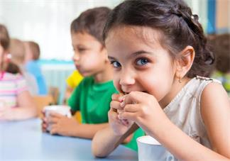孩子特别的喜欢吃零食怎么办 孩子爱吃零食
