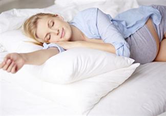 孕妇失眠宝宝也失眠吗 孕妇失眠对胎儿有什么影响