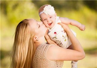 如何判断宝宝是否中暑 2018夏季宝宝怎么防暑