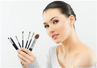 哺乳期可以化妆吗 哺乳期过多久后可以化妆