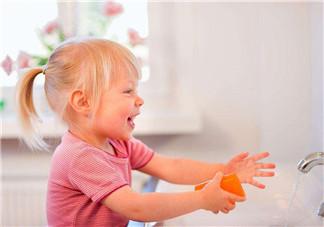 宝宝不爱洗手怎么办 如何引导幼儿正确洗手