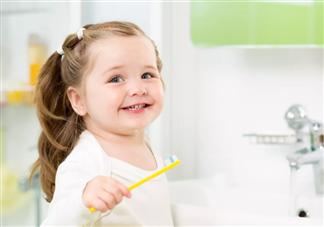 孩子用含氟牙膏会导致氟斑牙吗 3岁以下的孩子有必要用含氟牙膏吗