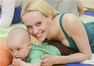 婴儿可以进行亲子瑜伽吗 婴儿亲子瑜伽教程动作解析