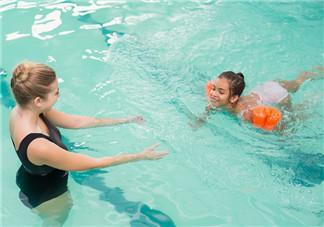 夏天游泳的心情说说 一句话游泳经典语录