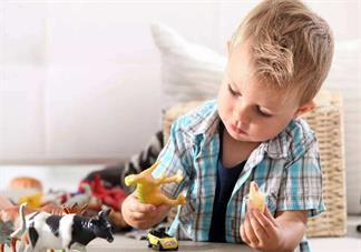 孩子玩玩具的时候喜欢扔怎么办 孩子爱扔东西怎么给他改2018