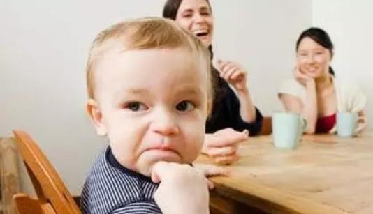 五岁小孩吃饭慢边吃边玩怎么办 五岁小孩写作业和吃饭慢解决方法