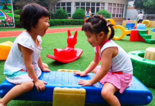 给小孩转幼儿园好不好 小孩中途转幼儿园合适吗