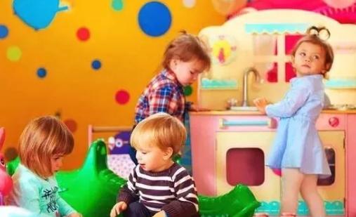 上幼儿园经常尿湿裤子怎么办 小孩尿裤子怎么和老师沟通