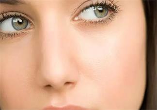 眼睛黑眼圈重可以抹眼霜吗 黑眼圈重怎么保养眼部2018