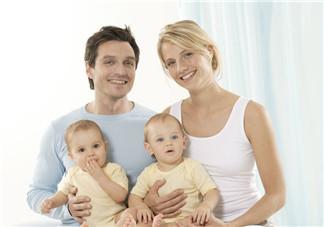 怎样照顾双胞胎宝宝会轻松点 照顾双胞胎如何安排分工