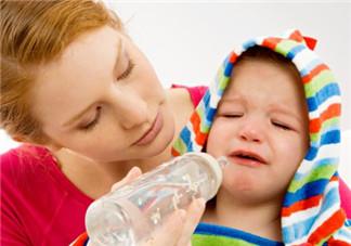 夏天宝宝不好好喝奶粉怎么办 夏天给宝宝换奶粉注意事项