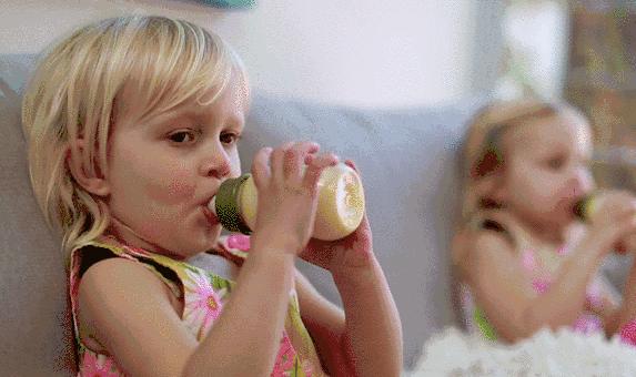 宝宝牛奶蛋白过敏怎么办 宝宝牛奶蛋白过敏能母乳喂养吗