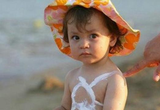 夏天小宝宝中暑症状有哪些 夏天小宝宝中暑怎么办