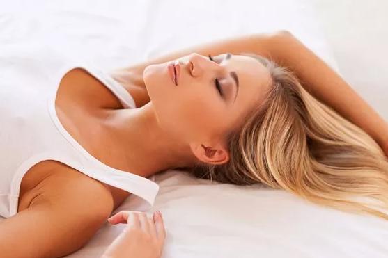 孕晚期孕妇夏天怎么睡觉 孕晚期孕妇夏天睡不着怎么办