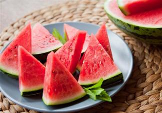 手足口病可以吃西瓜吗 手足口病一天能吃多少西瓜