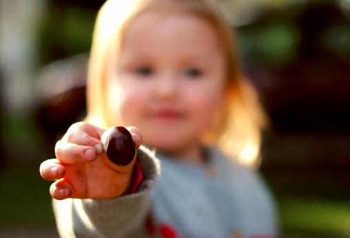 宝宝乱扔东西怎么教育2018 宝宝乱扔东西是什么原因