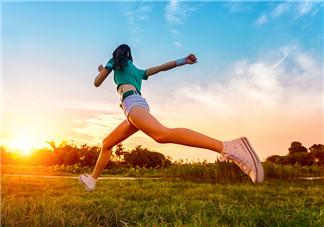 慢跑和快走哪个减肥效果好 同等强度慢跑的燃脂效果更好