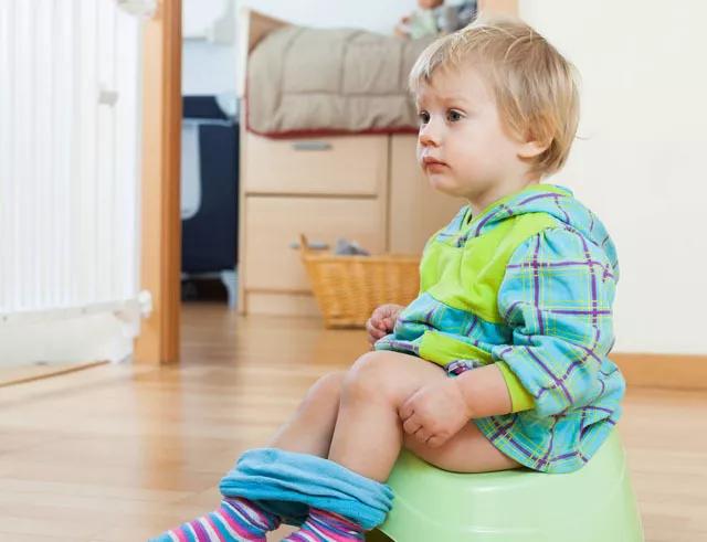 孩子不喜欢蹲着上厕所怎么办 怎么引导孩子蹲着上厕所2018