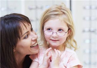 宝宝从小怎么保护视力 眼睛和视力问题的迹象有哪些