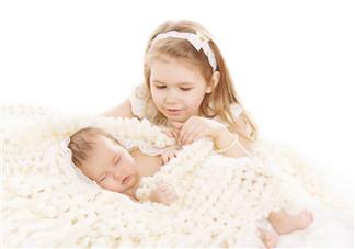 宝宝出生一周120毫升奶量多吗 新生儿不同阶段的奶量是多少