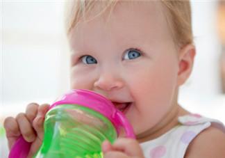 夏天宝宝为什么容易腹泻 及早补充身体丢失的水分