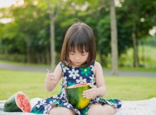 小孩过敏性肠炎和奶粉有关系吗2018 小孩过敏性肠炎只能母乳吗