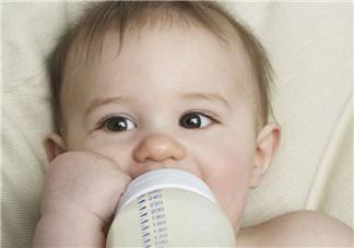 宝宝开始吃辅食如何喂奶 加辅食后怎么安排喂奶时间