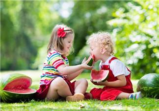 多大宝宝可以吃西瓜 1岁半之前不宜吃西瓜