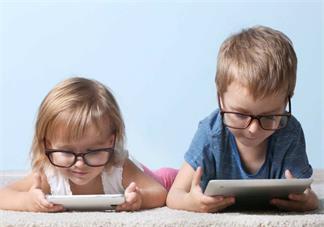 暑假孩子玩手机的时间太长怎么办 孩子玩手机怎么管2018
