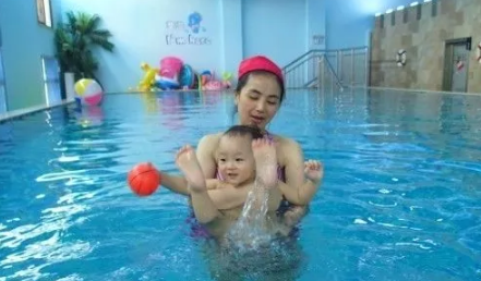 带小孩游泳怎么发朋友圈 晒关于婴儿游泳的心情句子