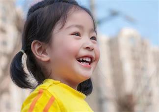 孩子学说话的时候喜欢学舌怎么办 怎么避免孩子跟着说话
