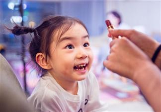 戚薇3岁女儿词汇量大怎么教的 为什么Lucky年纪小有想法