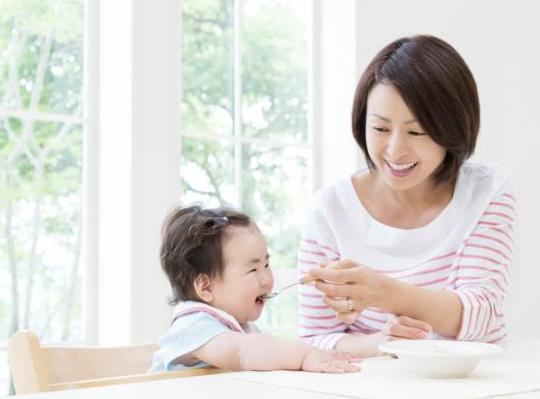 牛奶蛋白过敏和乳糖不耐受症状对比 怎么判断宝宝是不是牛奶蛋白过敏
