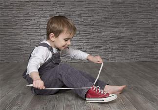三岁左右的孩子穿什么鞋子好 三岁宝宝运动鞋买什么牌子好