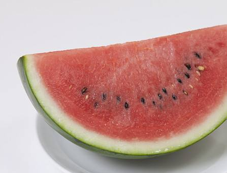 月经时可以吃西瓜么_月经期间可以吃西瓜吗 来月经吃冰西瓜不舒服怎么办 _八宝网