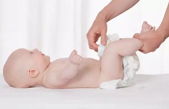 夏天天气热可以给宝宝穿纸尿裤吗 宝宝穿纸尿裤会闷吗