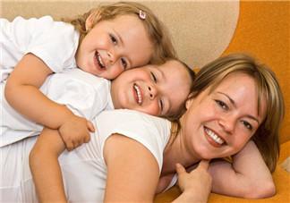 暑假与孩子的时光幽默的说说 和孩子玩高兴搞笑的心情句子短语