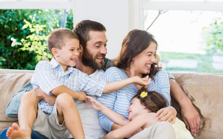二孩家庭如何预防大宝闹情绪 如何避免宝宝争宠