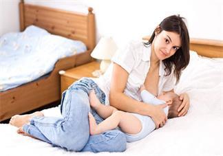 母乳喂养的正确姿势是什么 母乳喂养的正确姿势是什么