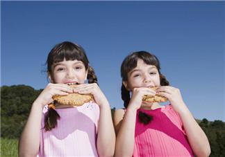 家有双胞胎孩子怎么教育 双胞胎如何更好地教育