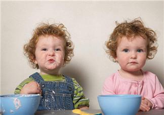 如何区分双胞胎是老大老二 父母怎么分辨双胞胎宝宝