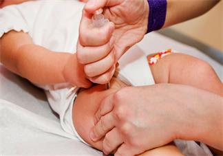 宝宝夏天打疫苗可以洗澡吗 宝宝夏天打疫苗怎么洗澡好